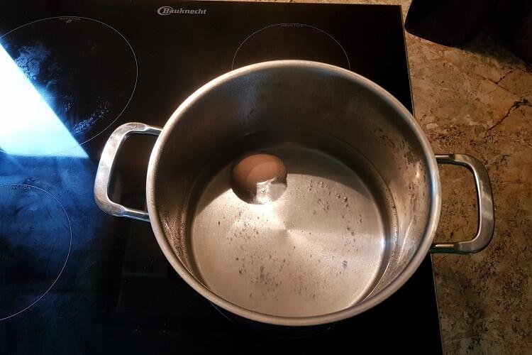 Eier hart kochen im kalten Wasser